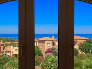 Enjoy Blue Sea Views From Your Cottage-Apartment By The Beach
