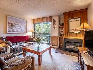 Ski-in/ski-out 1bd condo! Perfect location, hot tubs, garage parking!