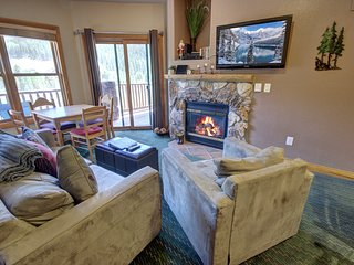 Mountain Views Hidden River Lodge 5965 FREE Wifi, Walk to slopes, fireplace by S