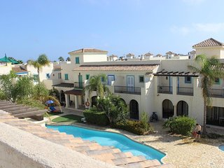 Townhouse with 70 meters to the beach and spacius roof terrace with a view