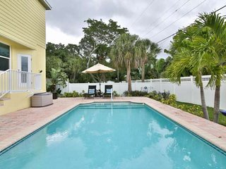 Walk to Village, Heated Saltwater Pool,  Bike/Walk to Beach, WiFi/Cable, Custom