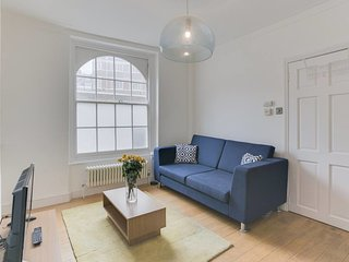 Cosy and Bright 2 Bed apt w/Garden in Whitechapel