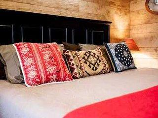 Alexander Creek Road Cottages - Live Oak Studio Cabin