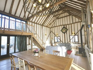 The Dairy Hall 'beautiful vaulted barn in a stunning rural location' - Friends a