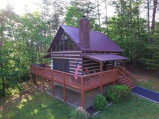 *Special* Smoky Mountain Dream Cabin Awaits!