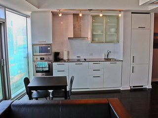 Elegant 1 BR by CN Tower, ACC, Rogers Ctr, MTCC