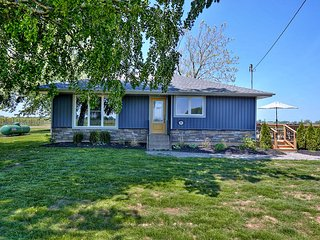 Niagara Vineyard Contemporary Cottage - SALE: WE PAY THE CLEANING FEE!