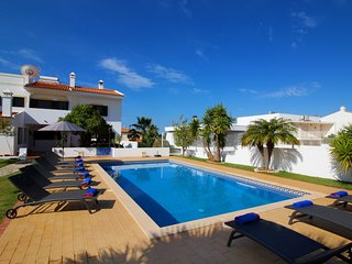 Villa Mills, Family villa ,5 Bedrooms, Large Heated Pool