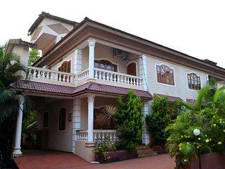 4 Bedroom Luxury Villa in Arpora, by Book My Goa