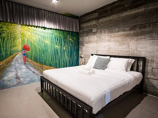 Zen Hostel Chiang Mai - Bamboo room with King Size bed and Private Bathroom