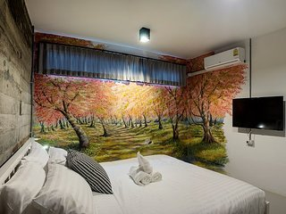 Zen Hostel Chiang Mai - Sakura roon with King Size bed and private Bathroom