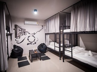 Zen Hostel Chiang Mai - Mixed Dormitory room 6 Bulk bed and share bathroom