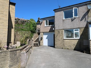 27 LONGDALE AVENUE, hillside views, Yorkshire dales, open-plan living.
