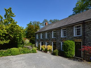 WATERWHEEL COTTAGE, terraced, WiFi, shared garden, nr Newcastle Emlyn, Ref 93594