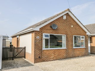 EASTBREEZE, homely cottage, close to the sea, pet-friendly, near Mablethorpe