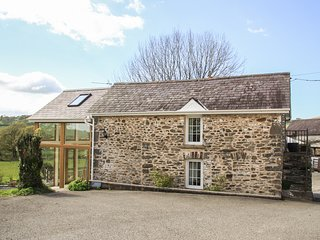 LLETY'R WENNOL, pet-friendly, peaceful retreat, woodburner, in Ffarmers near Lam