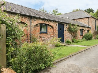 PEGGY'S COTTAGE, all ground floor, open-plan living, extensive grounds, near