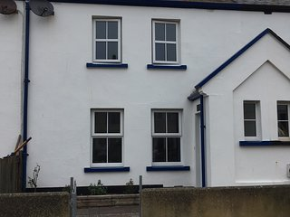 Polly Cottage, Teignmouth River Beach with Patio Garden with River Views