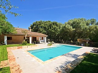 ALZINA, Country house with swimming pool in Sineu