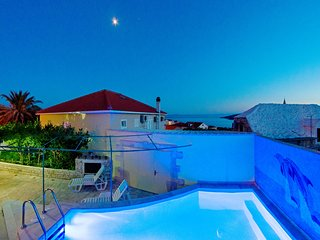 Spacious villa with private pool, 3 bedrooms and sea view