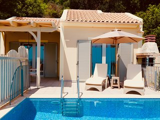 Stylish 1 BedroomVilla with Stunning Panoramic Sea Views & Private Infinity Pool