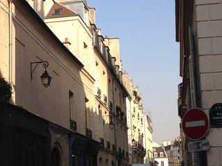 parisbeapartofit - 2BR-1BA Rue Saint Antoine (117)