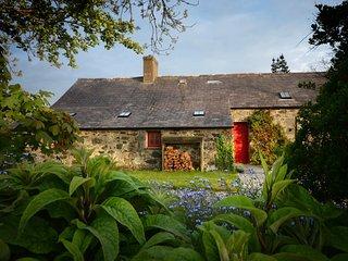 42969 Cottage situated in Pwllheli (4mls NE)