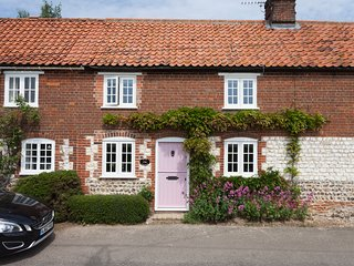 Rose Cottage Burnham Thorpe 2 bed 2 bathroom large garden