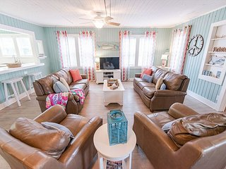 Short Walk To Ocean 4 Bedroom / 2 Bath Pet Friendly Private Home with Pool