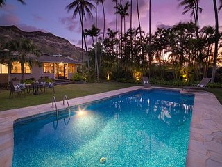 Mokulua Aina - Lanikai  Hawaiian Retreat tropical landscaping & private pool!