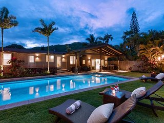 Hale Mokulua~5 bd w/private pool & spa~Steps to Lanikai Beach~3 living spaces