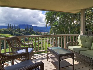 2-Story Villa w/ Mtn Views - Walk to Hanalei Bay!