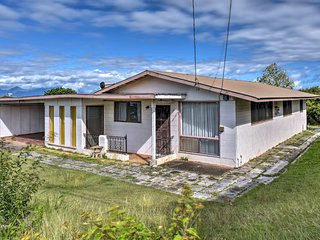 NEW! Vintage Pukalani Home w/ Patio & Mtn Views!