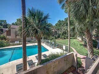 Stunning remodeled Beach Club villa. Pool Views. Sleeps 8. Walk to the beach.