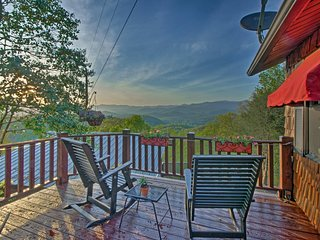 Quaint Bryson City Cottage w/Smoky Mountain Views!