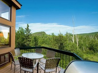Bluebird Day Chalet on Lutsen Mountain - day adventure and evening retreat