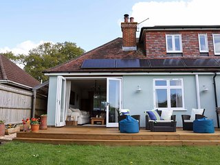 Family home + enclosed garden, ancient forest, 10 mins walk to The Pig Hotel.