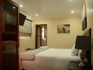 Ametis Guest House Queen Pool Rooms - Shower Only