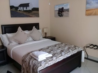 Guest House Ensuite Inhouse King View Rooms with Bath & Shower 2
