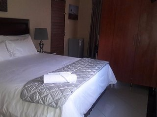 Ametis Guest House Queen Front Terrace Room - Shower Only