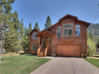Spacious Christmas Valley home, hot tub, mountain views - Nature's Hideaway