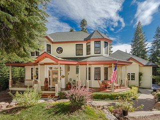 Gorgeous Victorian home with wraparound patio, deck, piano - Victorian Manor