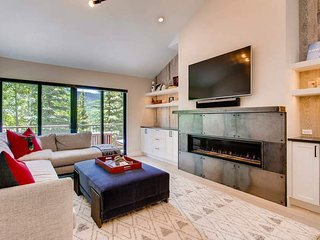 West Vail Townhome, bus to ski, newly renovated - Silver Antler