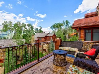 Near the gondola, community hot tub, breathtaking views - Horizons at Elkstone