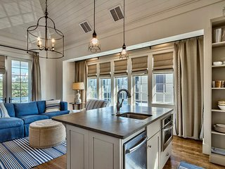 Luxury Carriage House in heart of Rosemary Beach - New Providence Carriage House