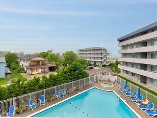 NEW LISTING! Cozy condo near beach w/furnished balcony, shared pool, & hot tub