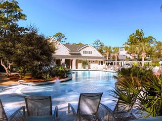 When the dinner bell rings, you'll have a difficult time leaving this gorgeously designed zero entry pool. Good thing it's just across from the home.