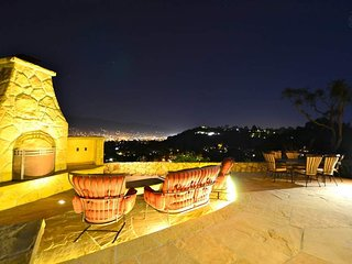 City-view Mesa home, outdoor firepit and avocado orchard - Mira Vista Retreat