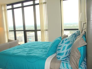 DOWNTOWN ORLANDO LUXURY SKY-RISE CONDO WITH AMAZING VIEWS!!