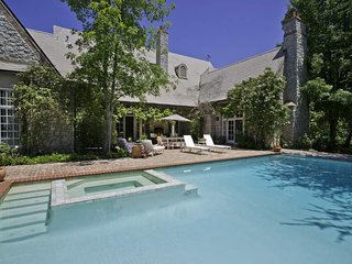 A French country style estate en route to wine country - Villa Chaparral